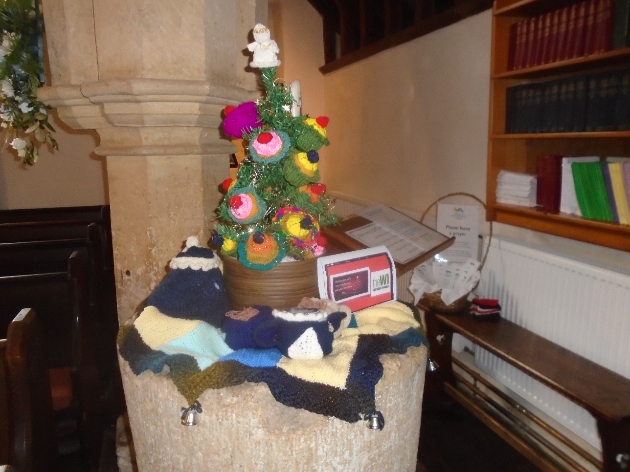Christmas Flowers Willersey Church 2019 03