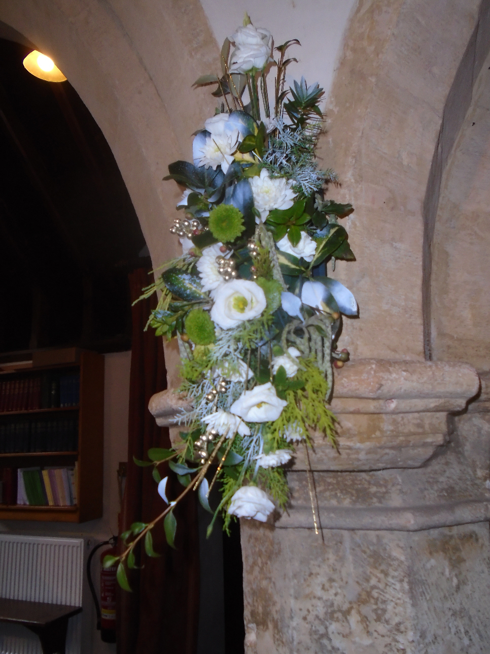 Christmas Flowers Willersey Church 2019 08