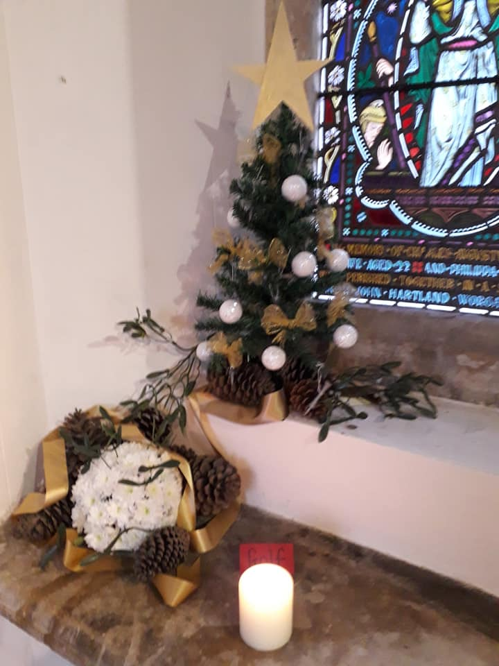 Christmas Flowers Willersey Church 2019 13
