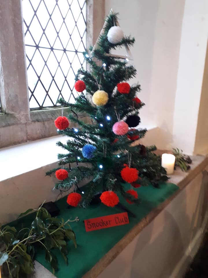 Christmas Flowers Willersey Church 2019 17