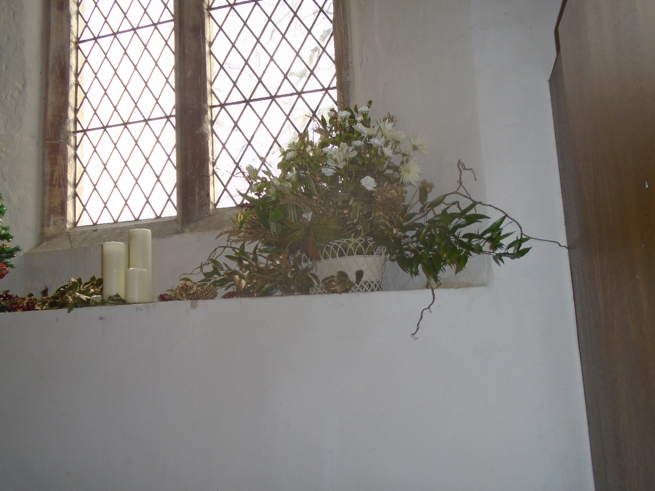 Christmas Flowers Willersey Church 2019 21
