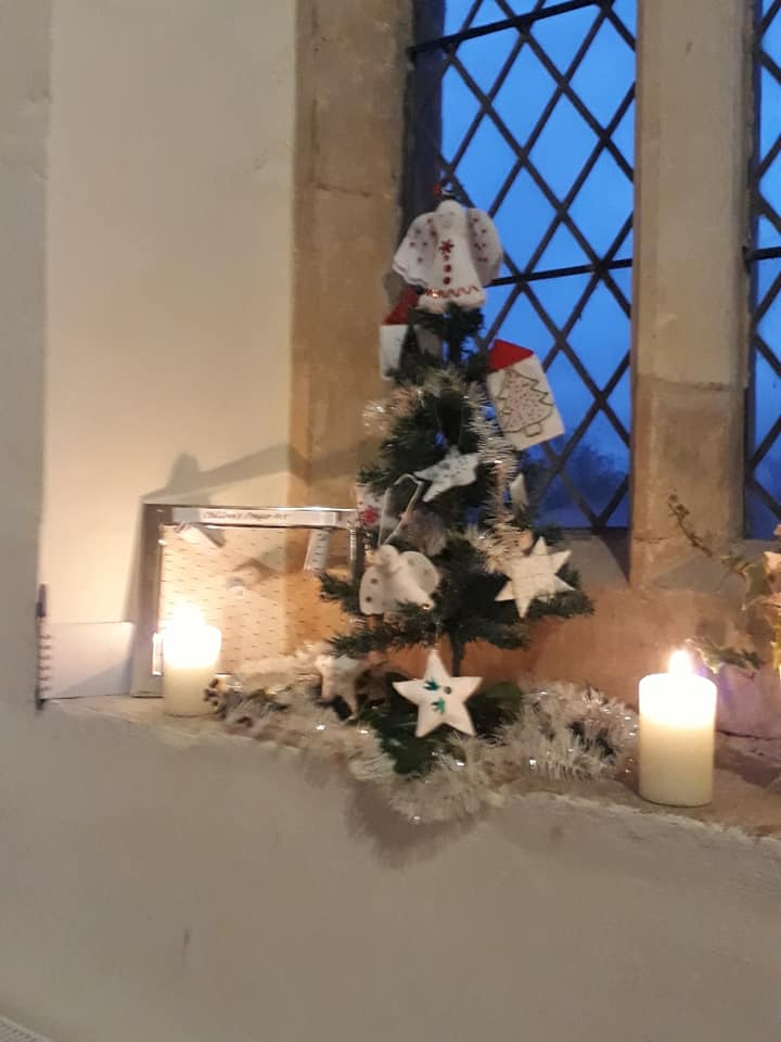 Christmas Flowers Willersey Church 2019 24