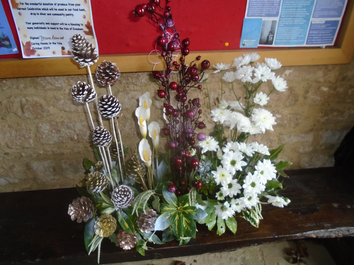 Christmas Flowers Willersey Church 2019 28