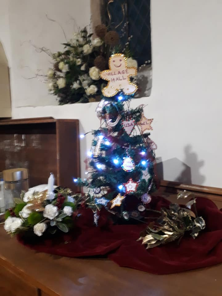Christmas Flowers Willersey Church 2019 30