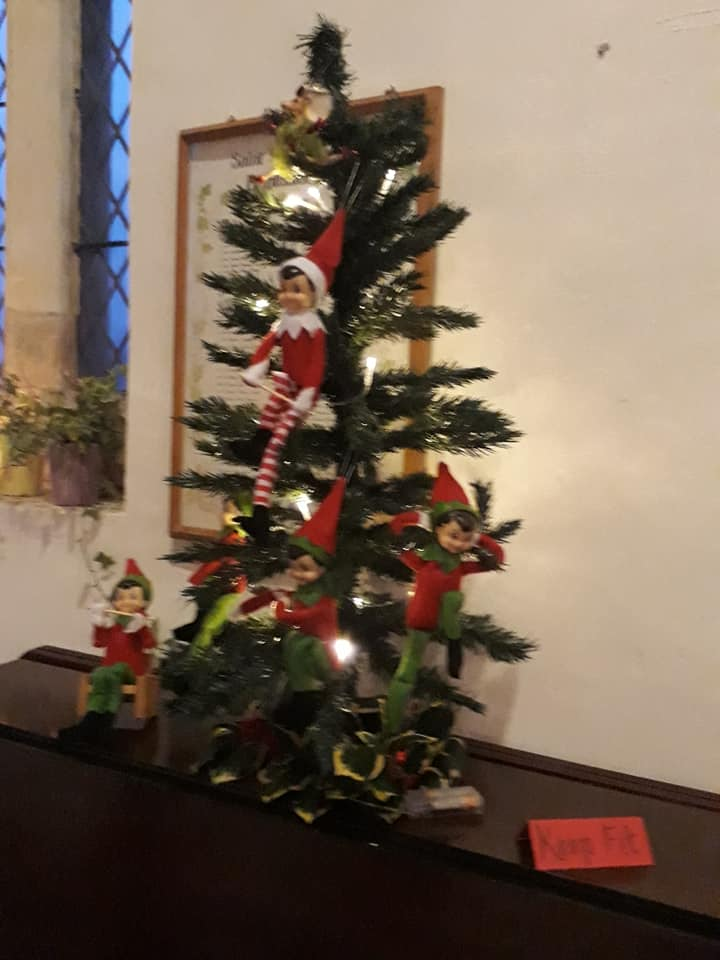 Christmas Flowers Willersey Church 2019 31