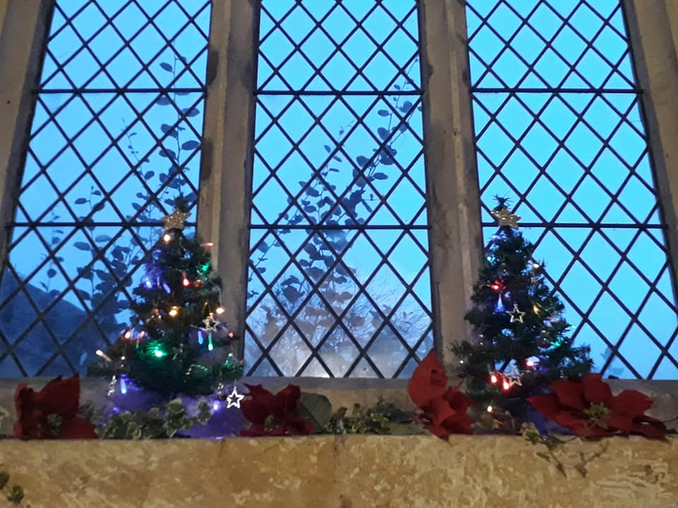 Christmas Flowers Willersey Church 2019 32