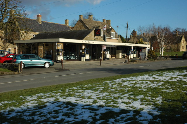 Willersey Petrol Station from the Road