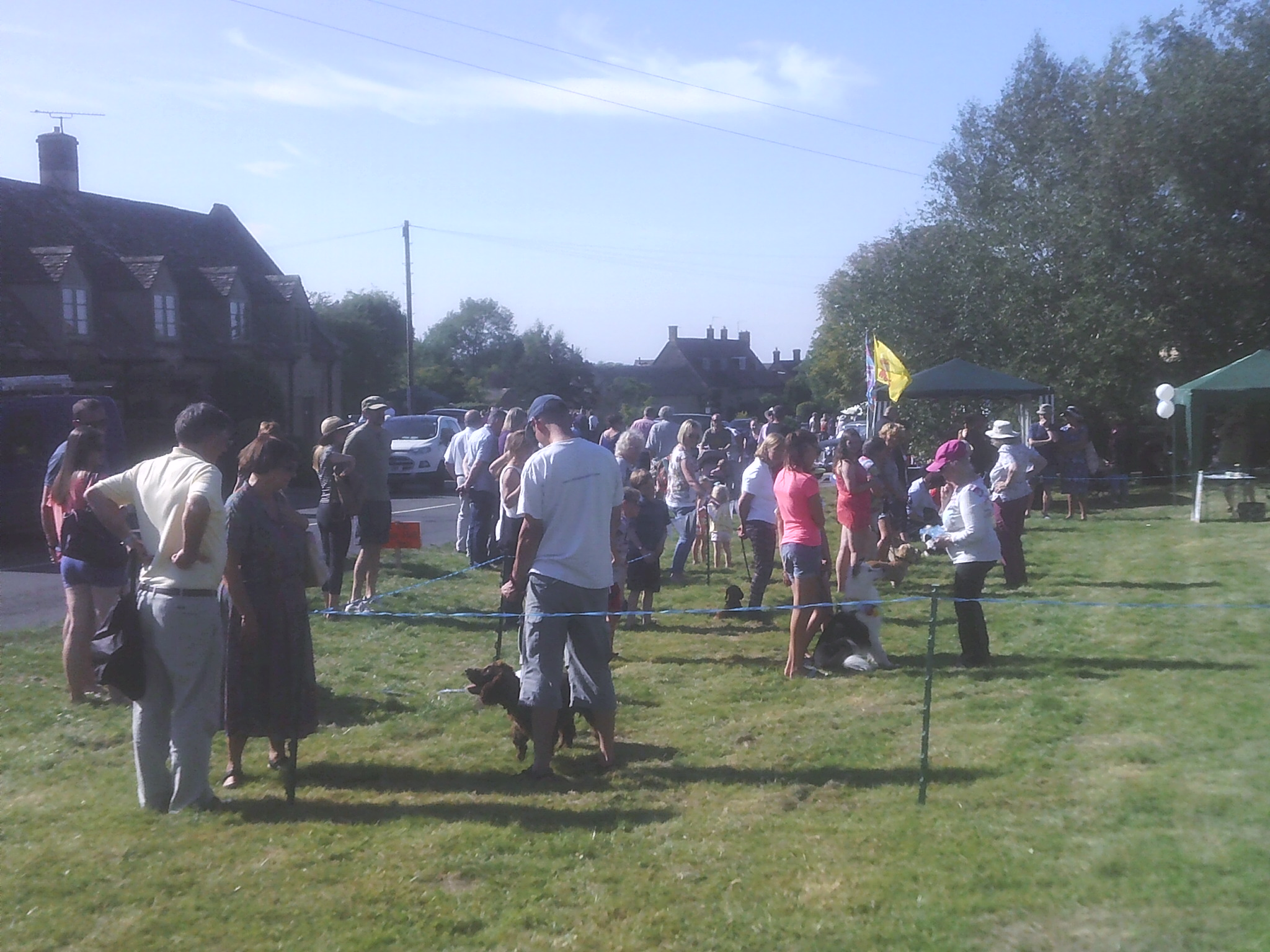 Many people at the Willersey Show