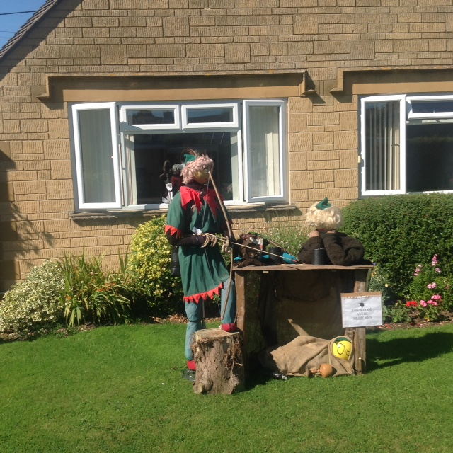 Robin Hood & his Merry Men Scarecrow